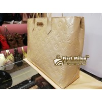 LOUIS VUITTON Monogram Vernis Wilshire MM Bag