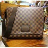 LOUIS VUITTON Brooklyn MM Damier Ebene Messenger Bag